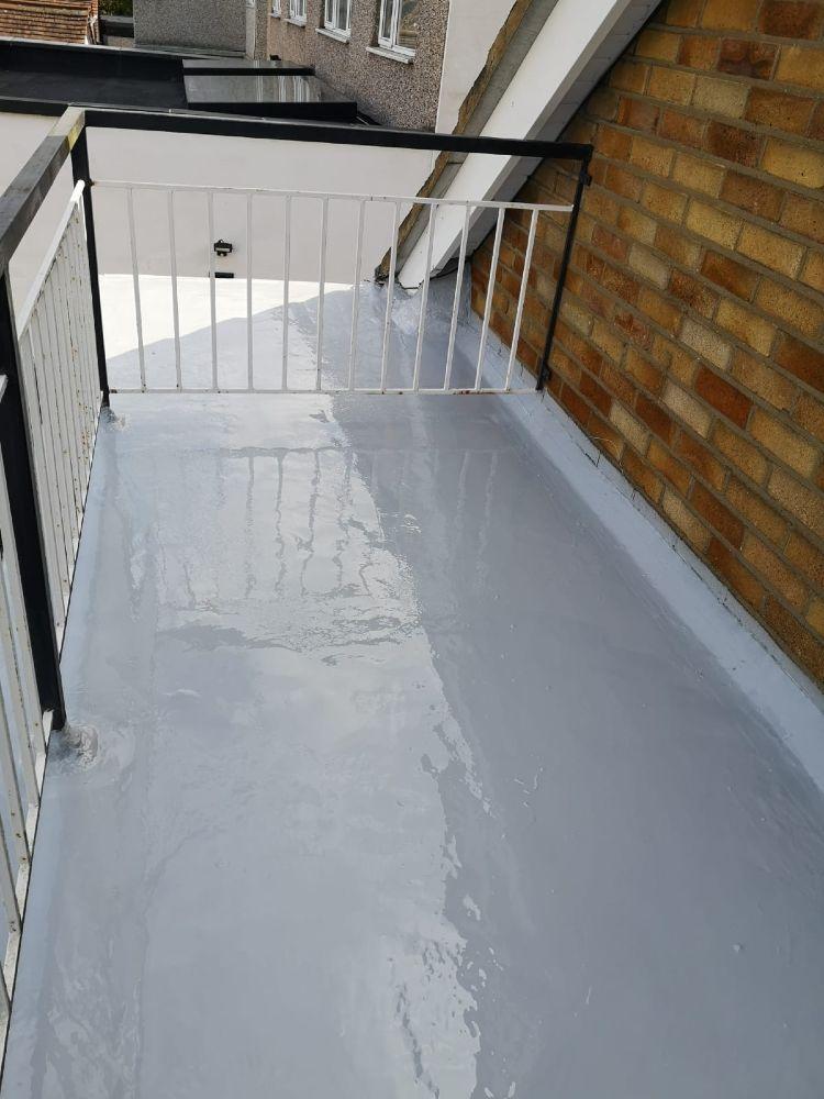Finished liquid plastic flat roof