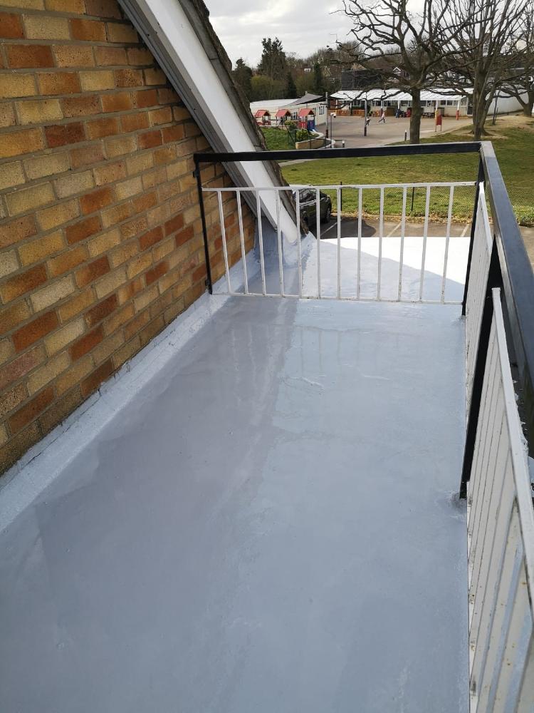 Liquid plastic flat roof